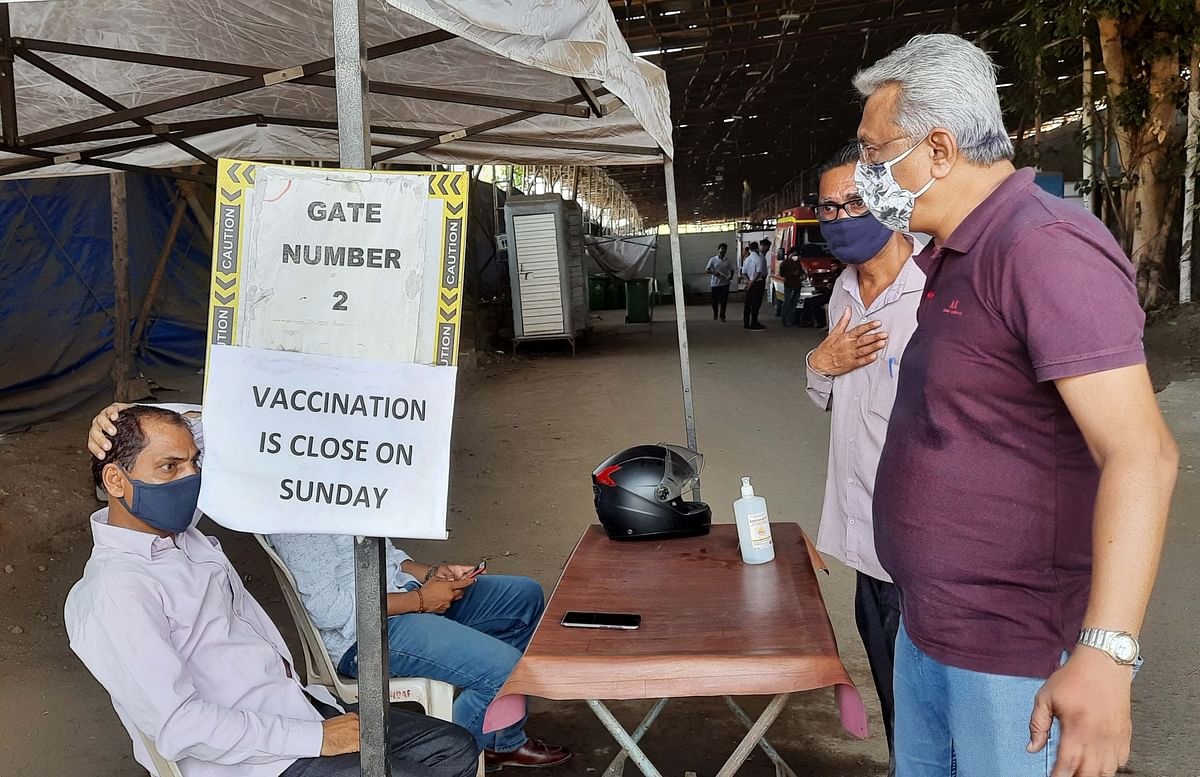 Mumbai: Chaos at Dahisar jumbo centre as authorities turn away beneficiaries