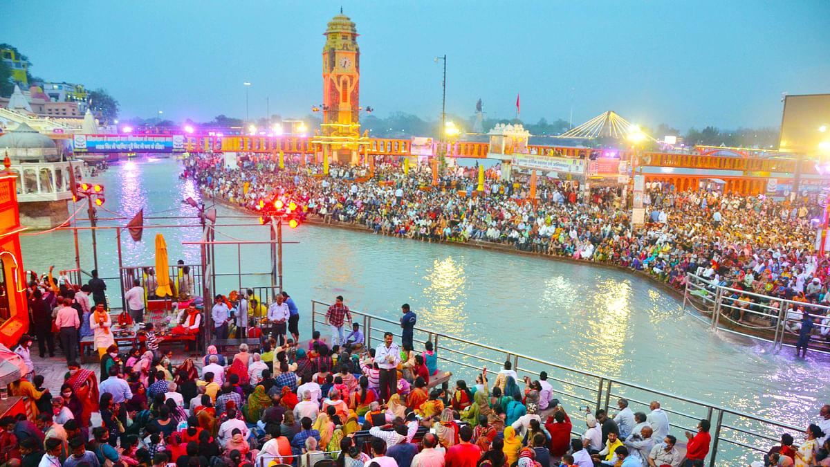 A massive crowd of devotees during Ganga Aarti ahead of the Second Shahi Snan in Kumbh Mela, at Har ki Pauri in Haridwar
