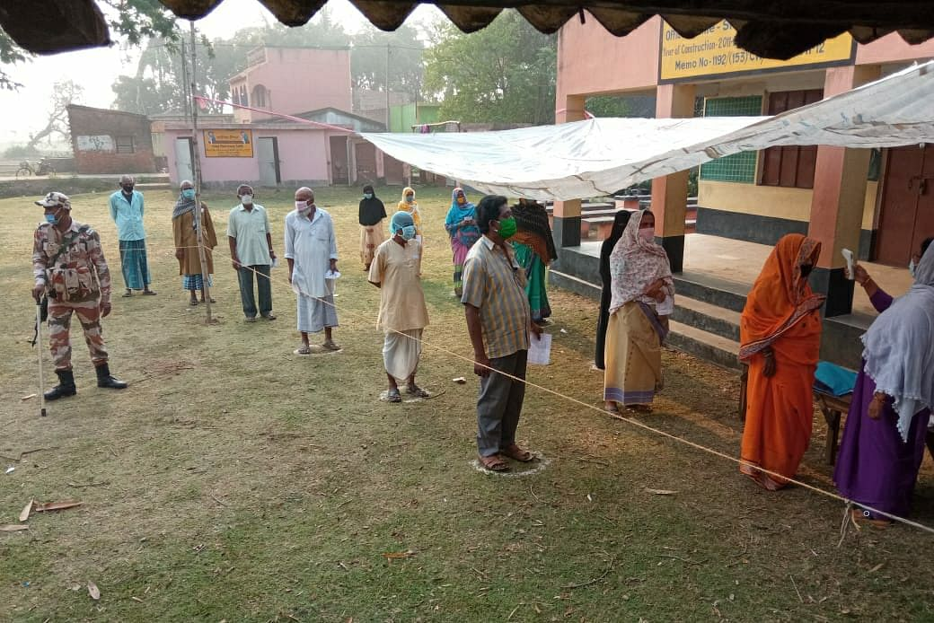 Amid sporadic violence, fourth phase of poll sees large turnout of votersClose