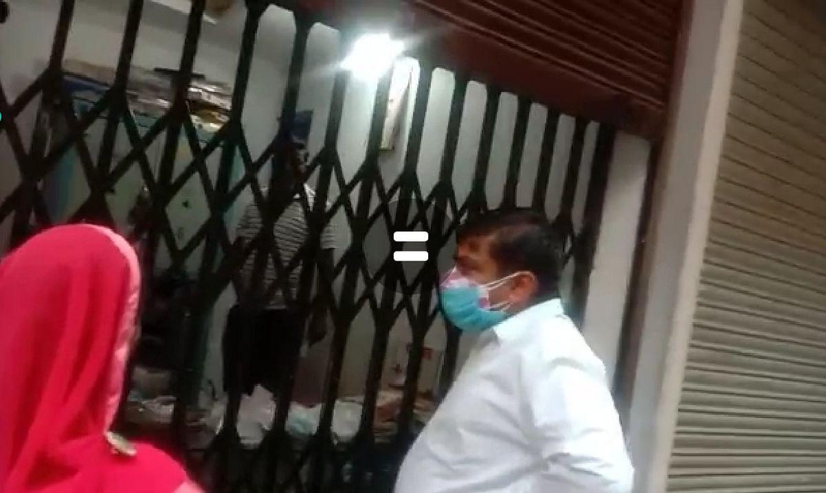 Madhya Pradesh: Sailana administration team, local police raid 14 business establishments flouting covid norms