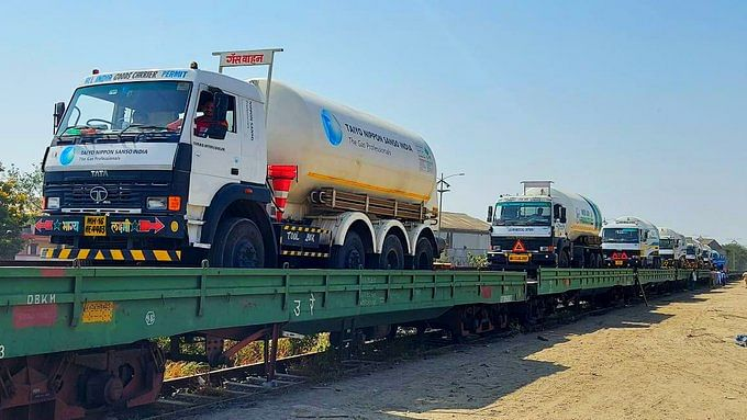 Two oxygen-laden tankers from Odisha head to Visakhapatnam, Pune