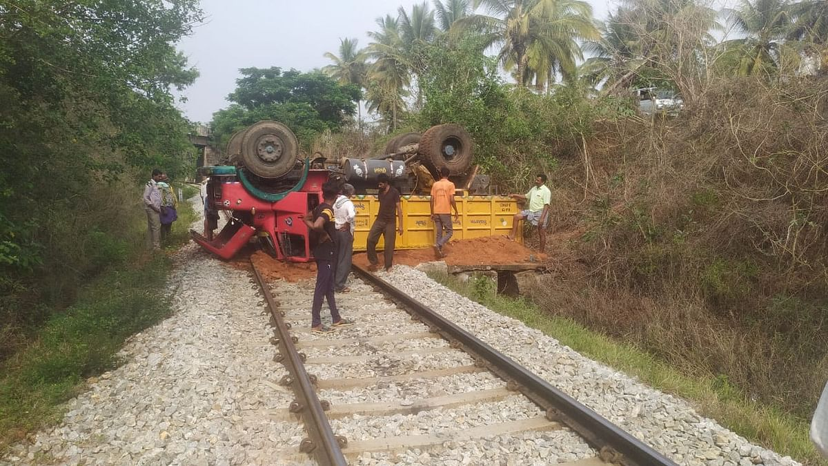 SWR's alert railwayman averts possible disaster