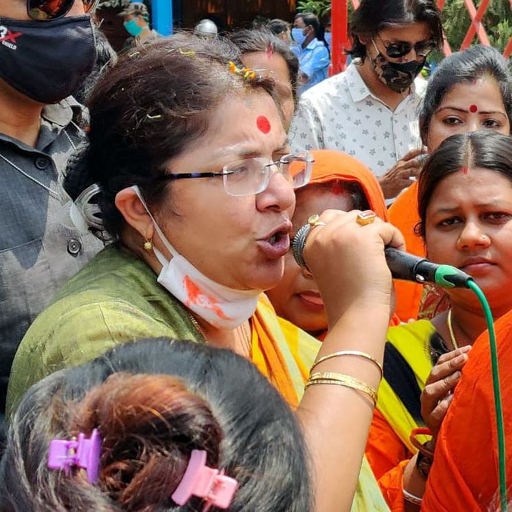 Watch: Actress and BJP MP Locket Chatterjee attacked in Hooghly, mediapersons' vehicles vandalised