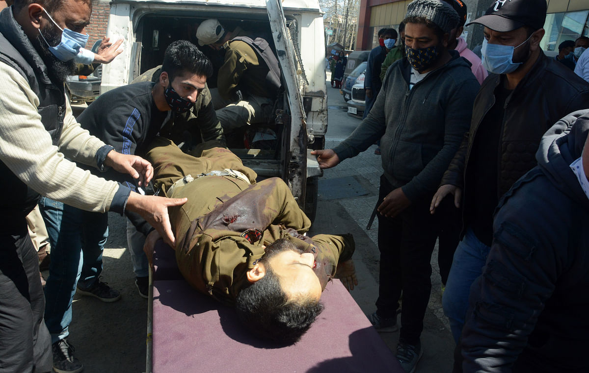 People carry the injured cop on a stretcher at a hospital in Srinagar, Kashmir.