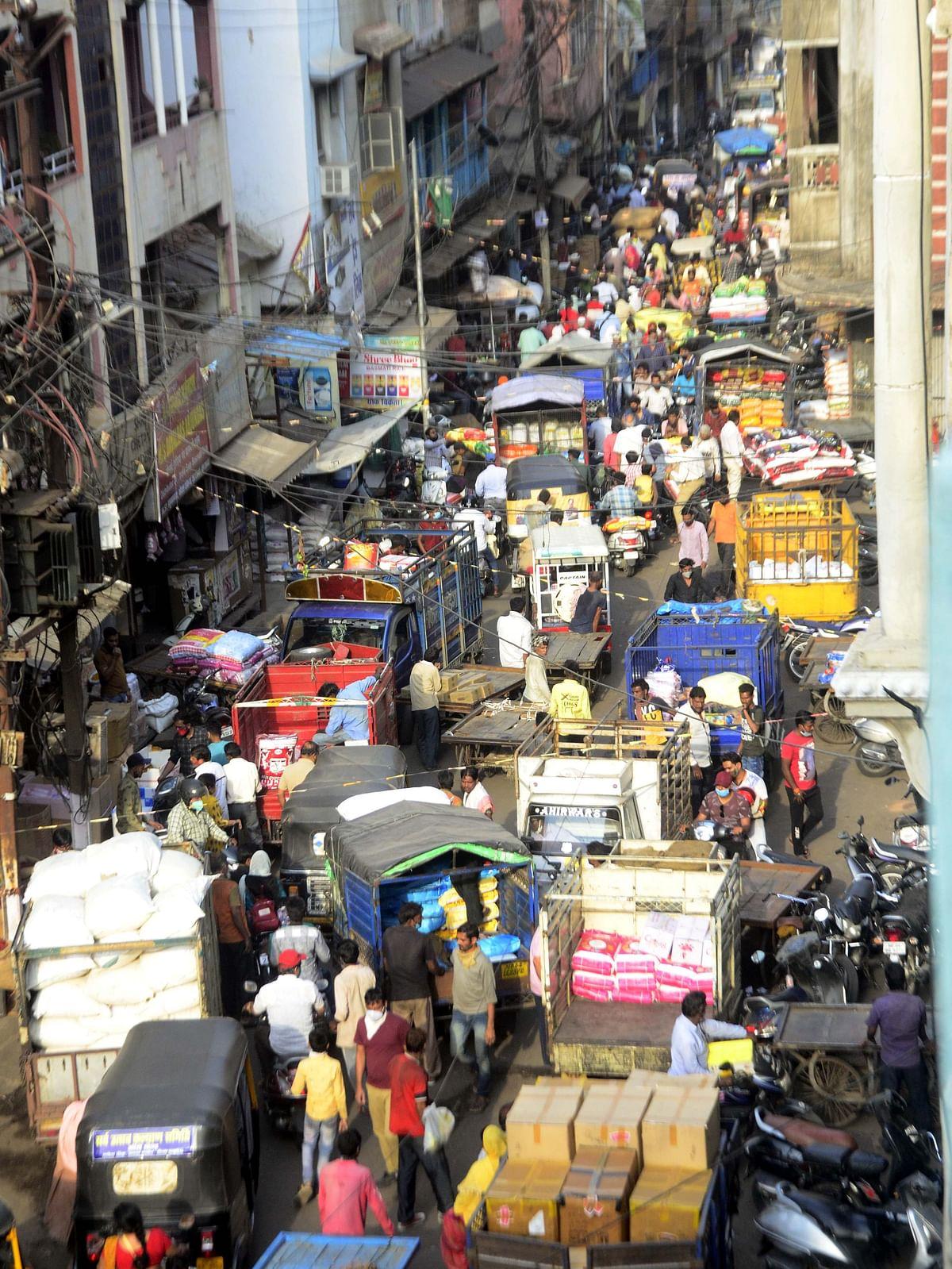 Rush in Thok Bazar ahead of lockdown in Bhopal on Thursday