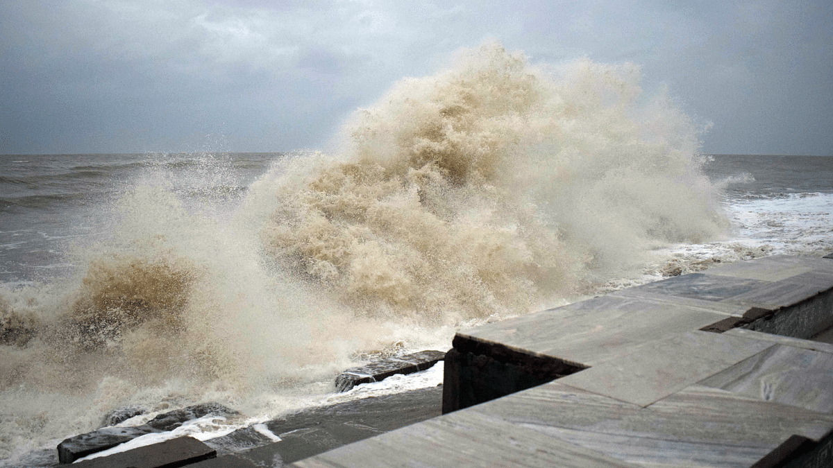 'Please pray for us': Twitter alarmed as Cyclone Yaas begins landfall process; share visuals