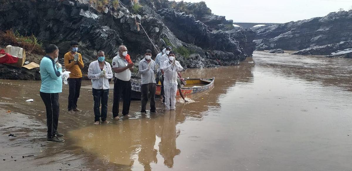 Sagar: Municipal corporation immerses mortal remains of Covid patients in Narmada river as families avoid ritual