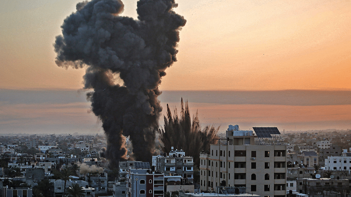 Black smoke billows after a series of Israeli airstrikes targeted Khan Yunis in the southern Gaza strip, early on May 12, 2021.