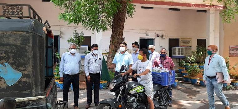Rajasthan: Amid COVID-19, Banswara district administration takes initiative to deliver mangoes at home