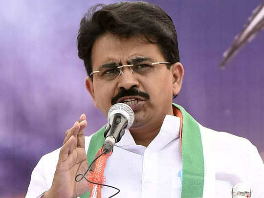 Congress MP Rajeev Satav's last rites performed at native place Kalamnuri in Maharashtra