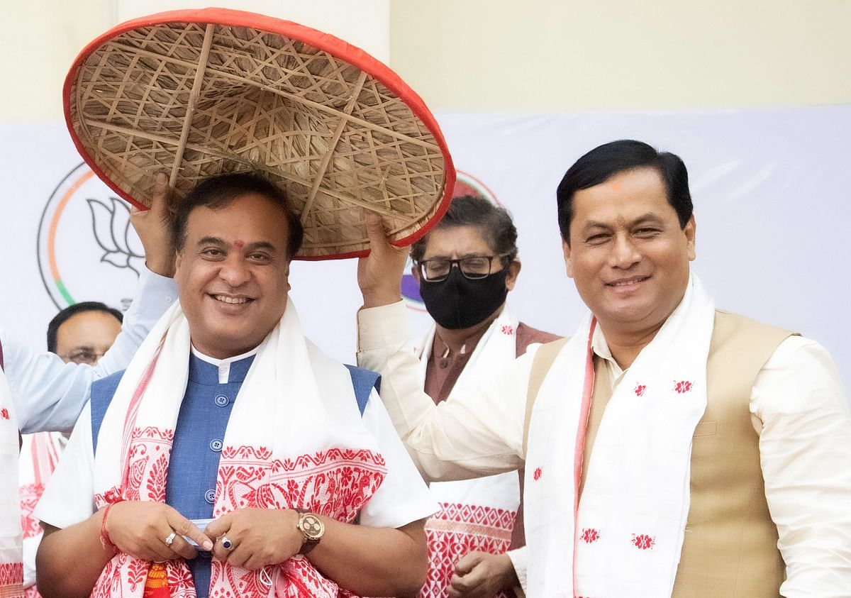Ahead of oath-taking, outgoing CM Sarbananda Sonowal says 'younger brother' Himanta Biswa Sarma will take Assam to greater heights