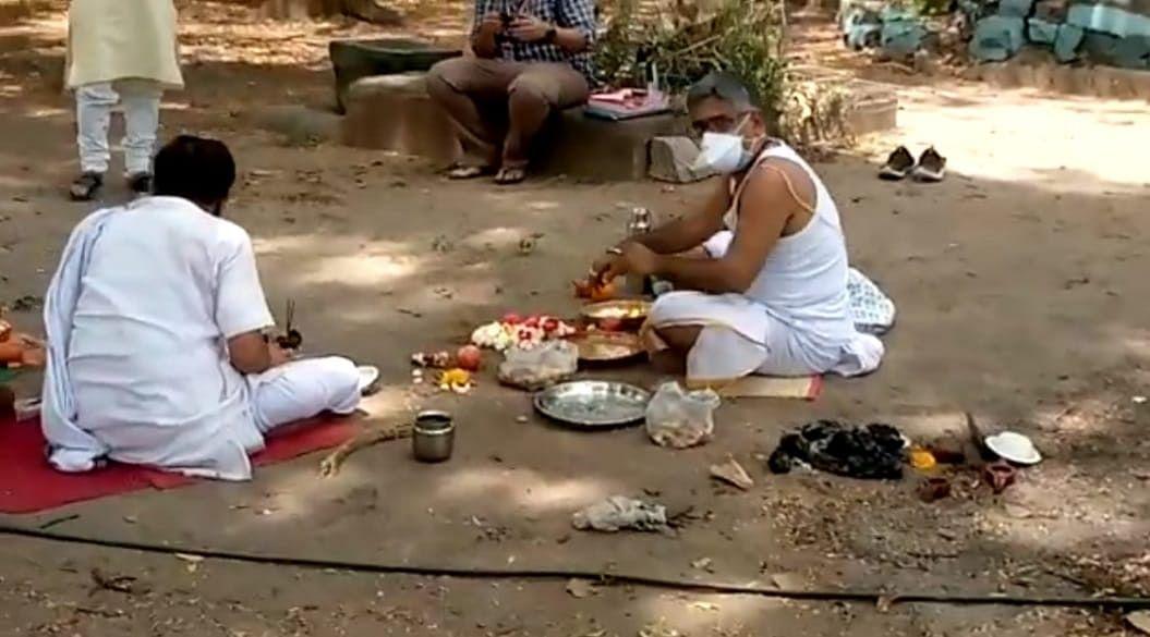 Ujjain: Brahmins irked over VIP culture, hypocrisy of administration over Pind Daan on Kshipra ghats