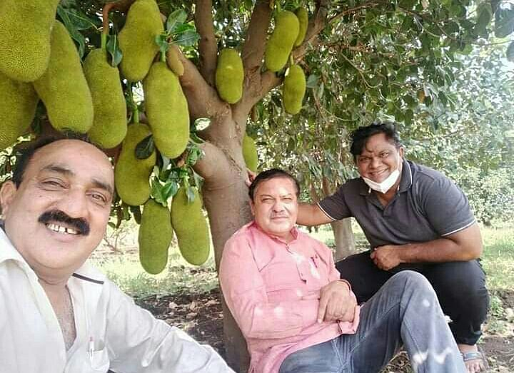 City BJP chief Vivek Joshi (in middle) with supporters at a farmhouse. The photograph became a cause of embarrassment for  Joshi  as netizens trolled him for violating Janta Curfew.