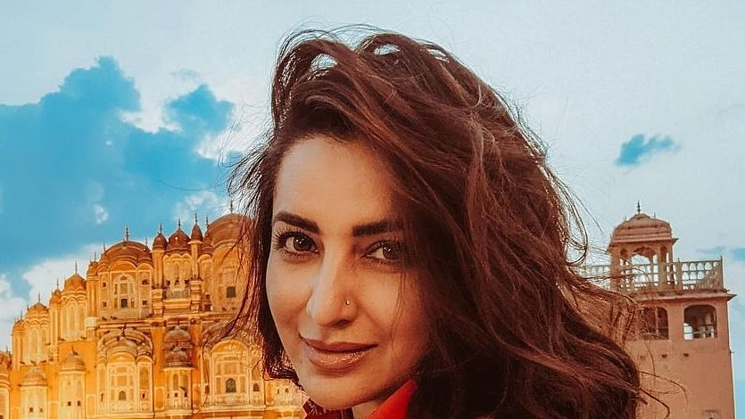Tisca Chopra's parents help her out to donate rice packets to people in need amid Covid crisis