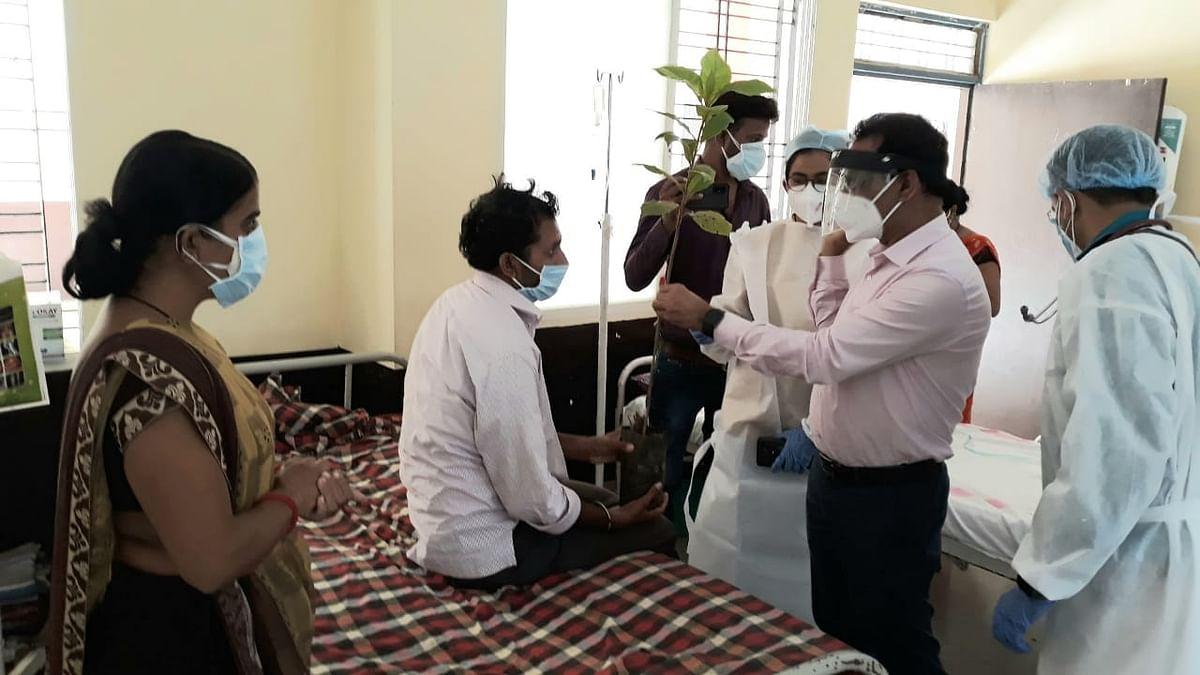 Madhya Pradesh: MLA in Sanawad applauds MPVK for donating oxygen cylinders to corona patients