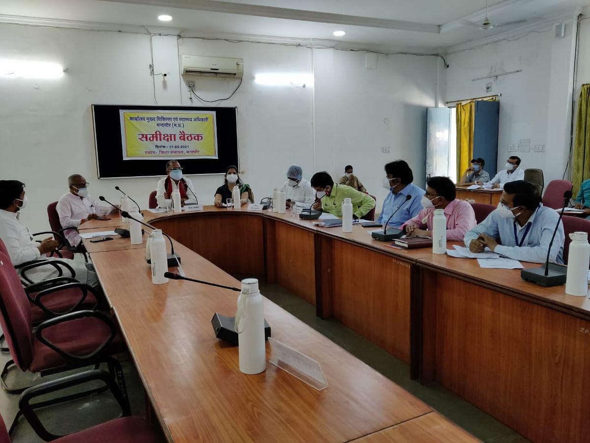 Mandsaur: National Health Mission review meeting held to discuss Ayushman Bharat Scheme benefits