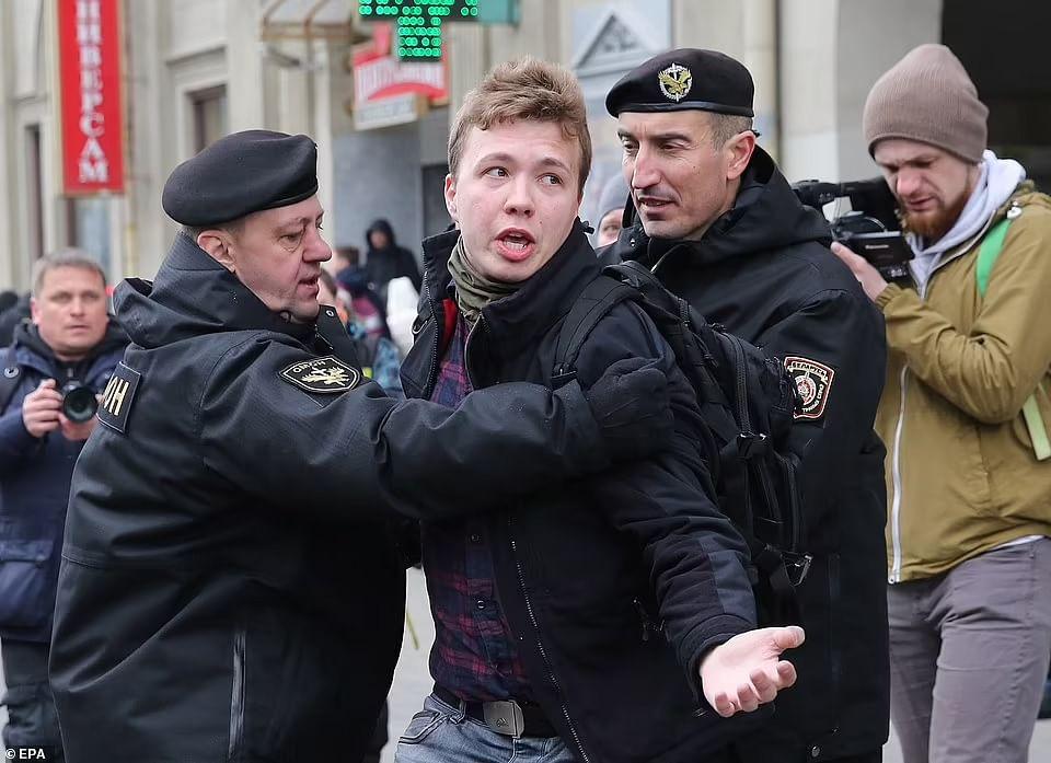 EU mulls response to Belarus diverting plane to nab reporter