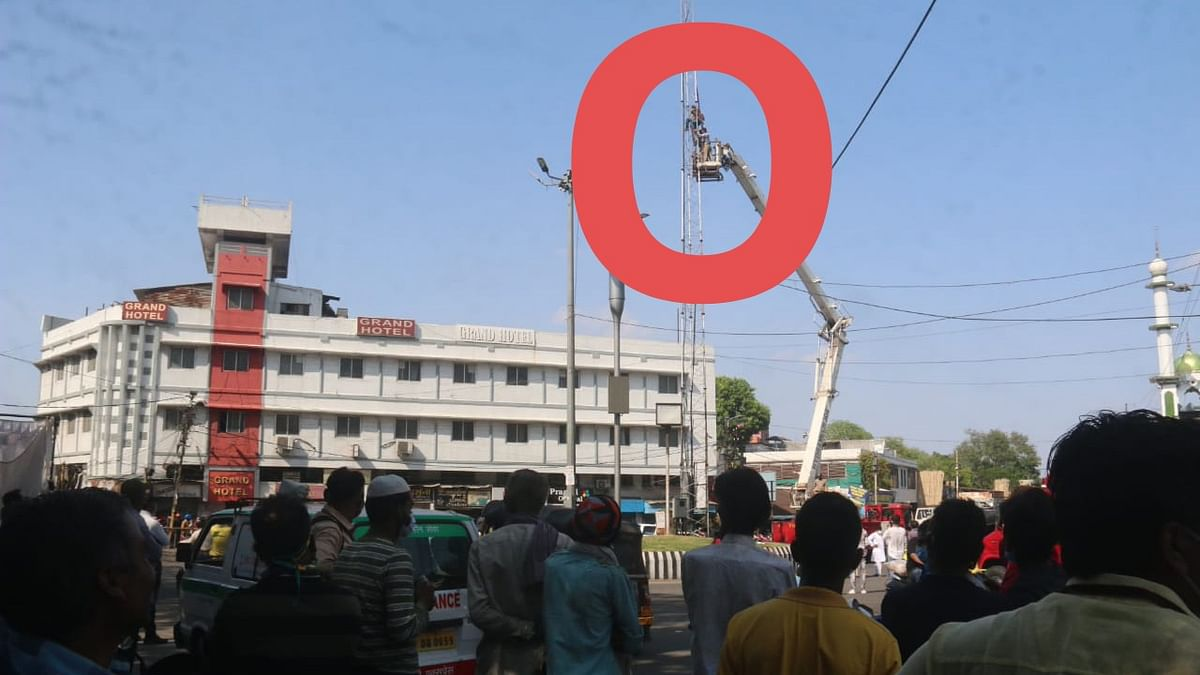 Bhopal: As hundreds watch, man hangs self with dupatta atop a tower