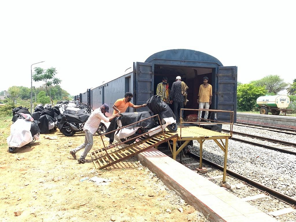 South Western Railway loads NMG rake
