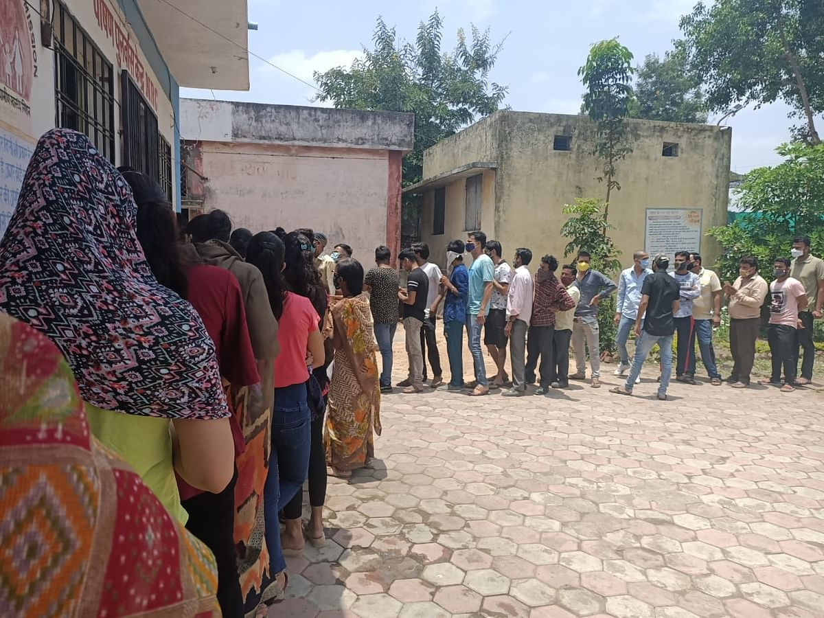 Dhar: Vaccination for 18 plus begins without prior registration in Sardarpur tehsil, inoculation in large numbers