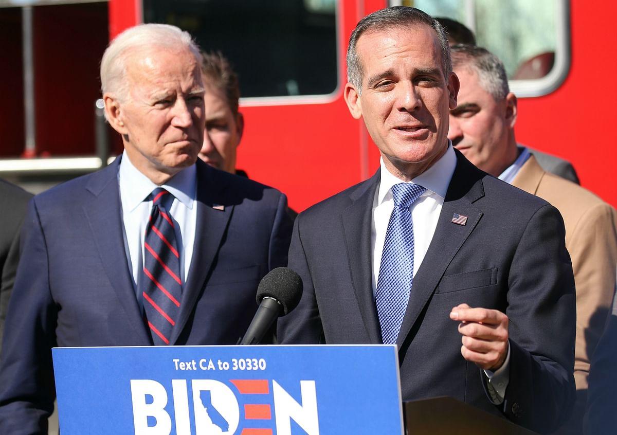 Eric Garcetti (R) with US Prez Joe Biden
