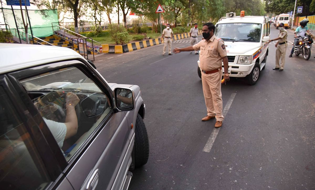 Mumbai: Cop sustains fracture after biker dashes into him at nakabandi in Kherwadi