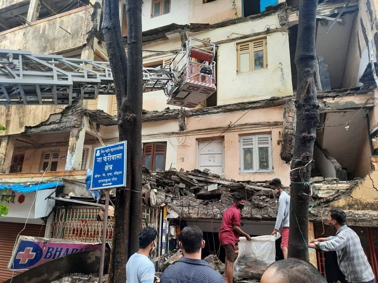 Bhayander: Hit by Cyclone Tauktae, homeless residents of crashed building seek MBMC aid