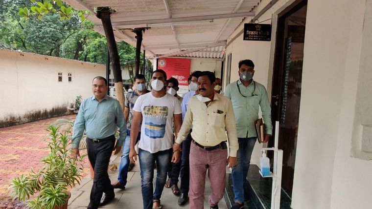 Thane: Two ward boys arrested for issuing fake negative RT-PCR report