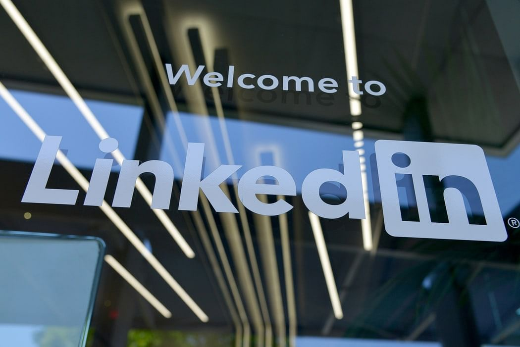 Hey jobseekers, here are 10 tips to make your LinkedIn profile stand out