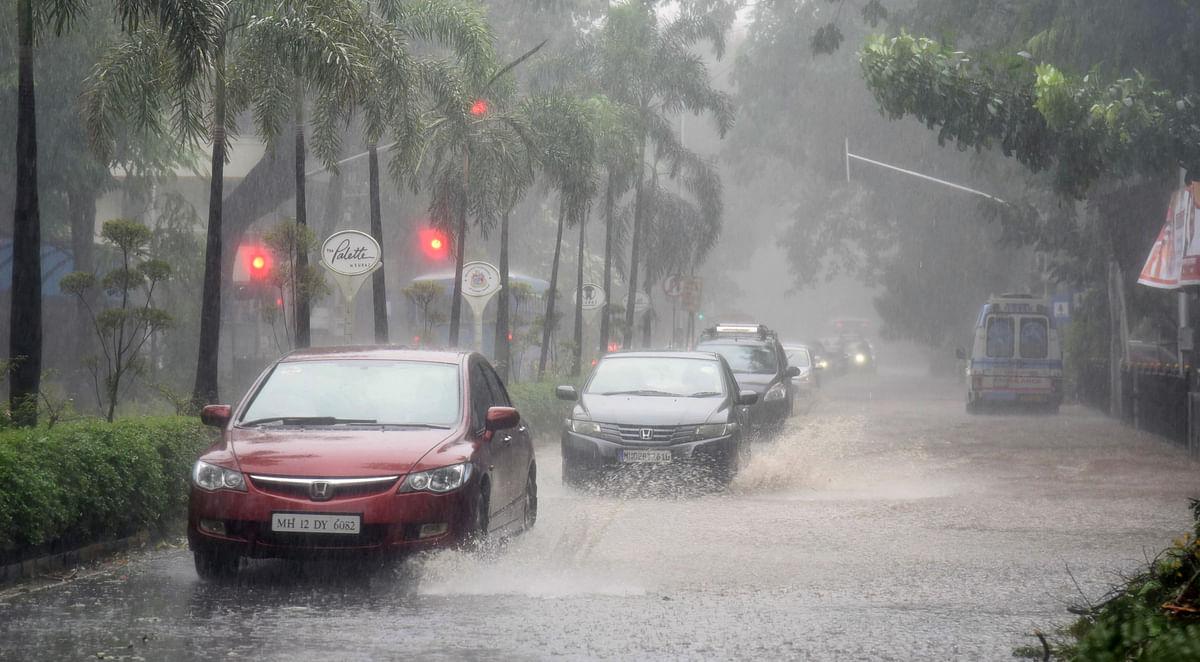 Mumbai: Rain lash parts of the city - Watch video