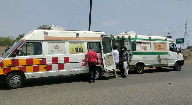 Barwani: Ambulance ferrying Covid patient stopped midway in Thikri, another vehicle took 1 hour to reach spot