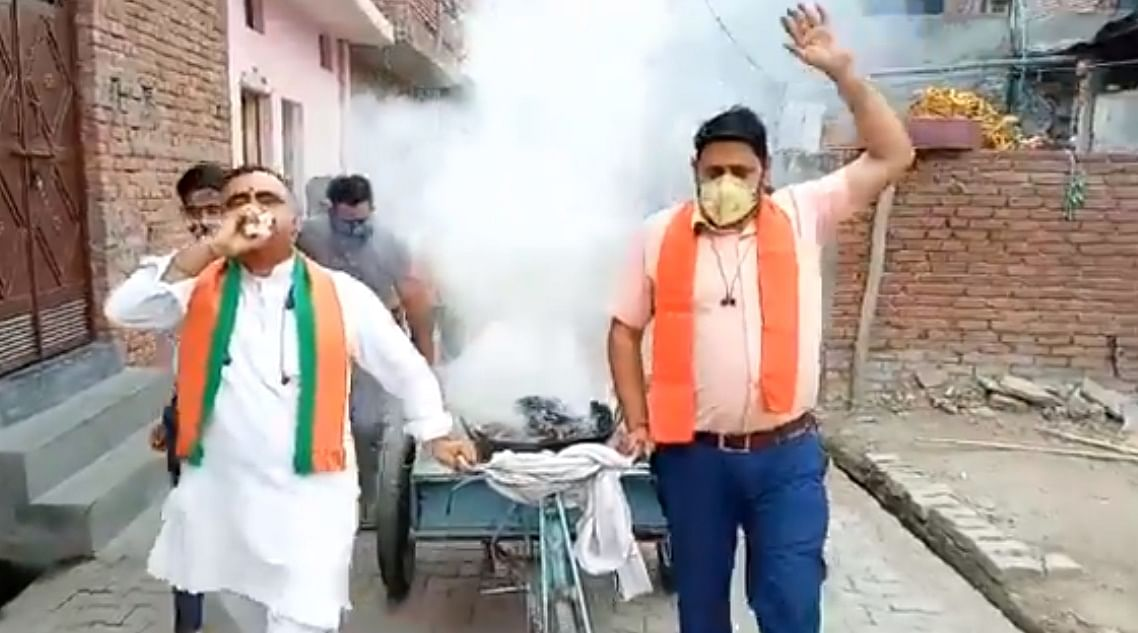 UP BJP leader blows conch shell, wafts 'havan' smoke around streets to curb COVID-19; Twitter furious