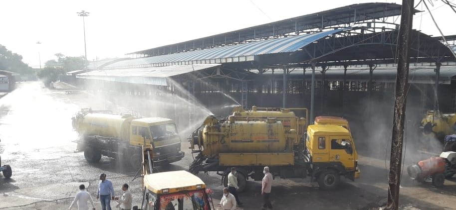 Indore: Sanitisation at war-footing in busy markets, hospitals