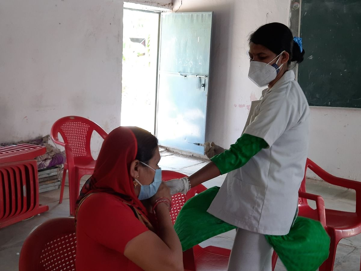 Jhabua: Only 60 vaccinated in Meghnagar due to short supply, health department assures to receive stock soon