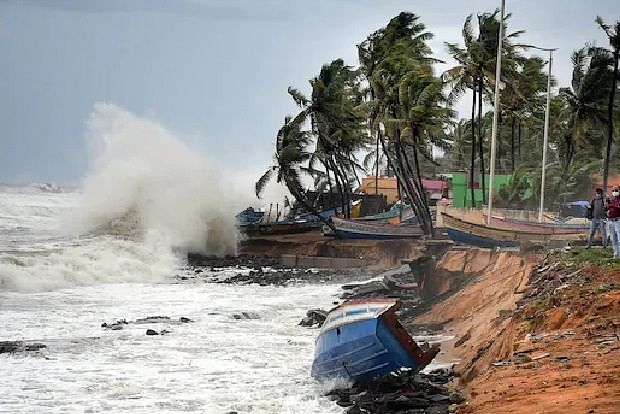 4 bodies wash ashore in Valsad; cops say maybe P 305 victims