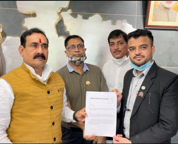 Office-bearers of MP unit of AIMRA led by state president Mukaddas Shaikh handover a memorandum to home minister Narottam Mishra in Bhopal.
