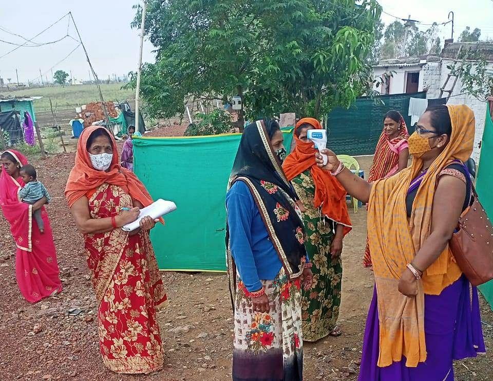 Mandsaur: Aanganwadi and mini Aanganwadi workers not getting salaries, organisation demands benefits