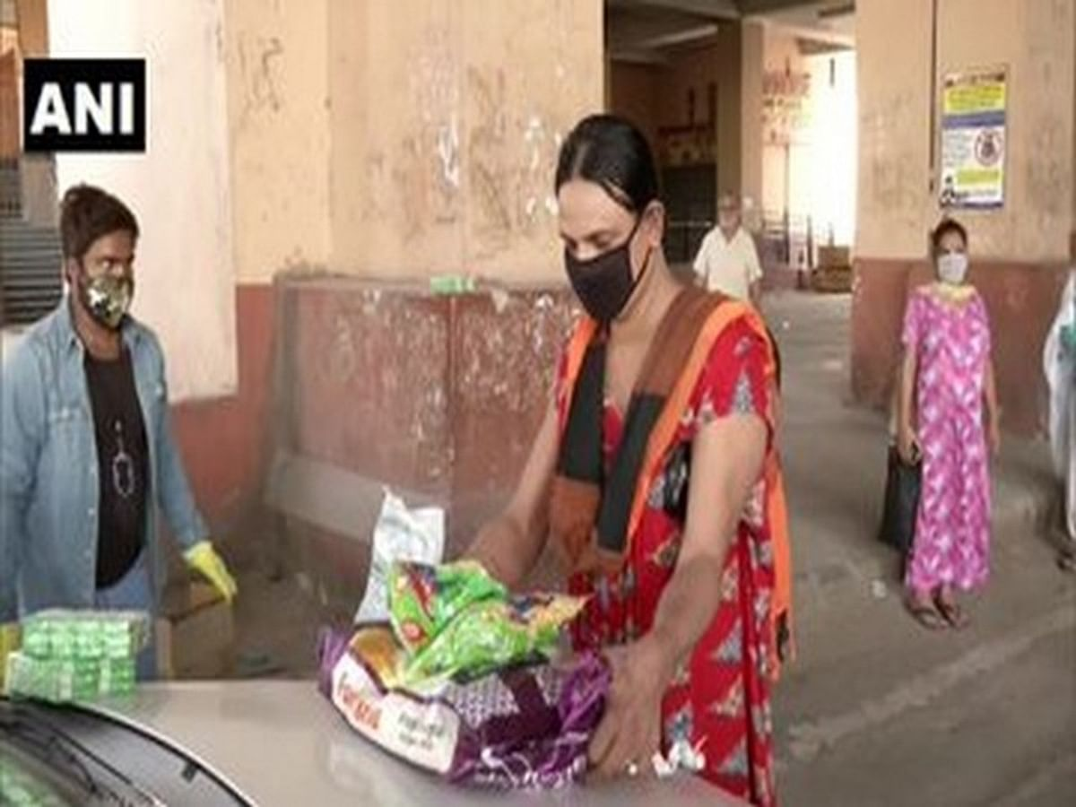 Mumbai: BMC distributes ration kits to transgenders and commercial sex workers