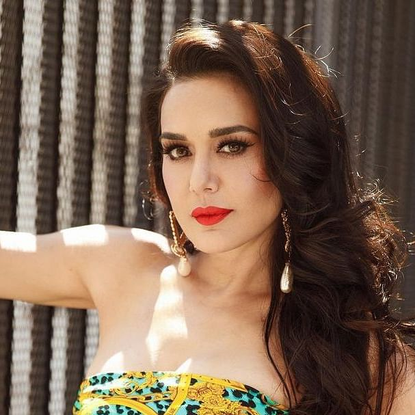 Preity Zinta gives a graceful response to troll who was rude to her mother-in-law