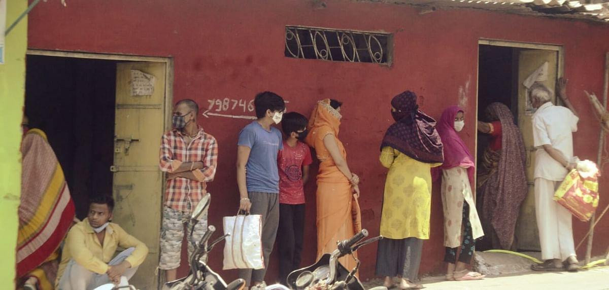 Bhopal: Administration fights losing battle to keep residents indoors