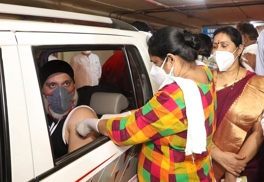 Mumbai: Drive-in vaccination centre begins for senior citizens in Chembur