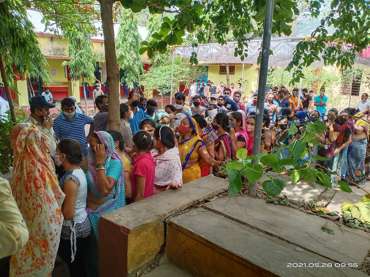 Barwani: Rush at Covid vaccination centre in Khetia as people flout social distancing, other norms