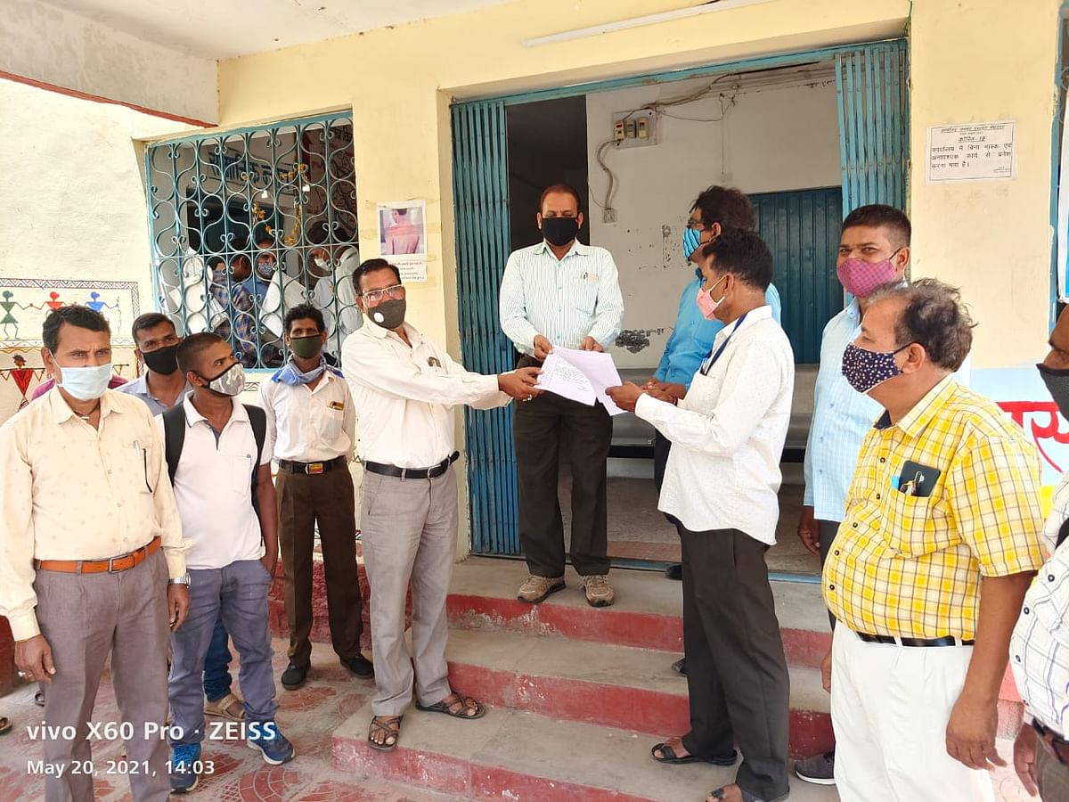 Jhabua: Employment assistants demand government official's removal in Meghnagar tehsil for abusing them