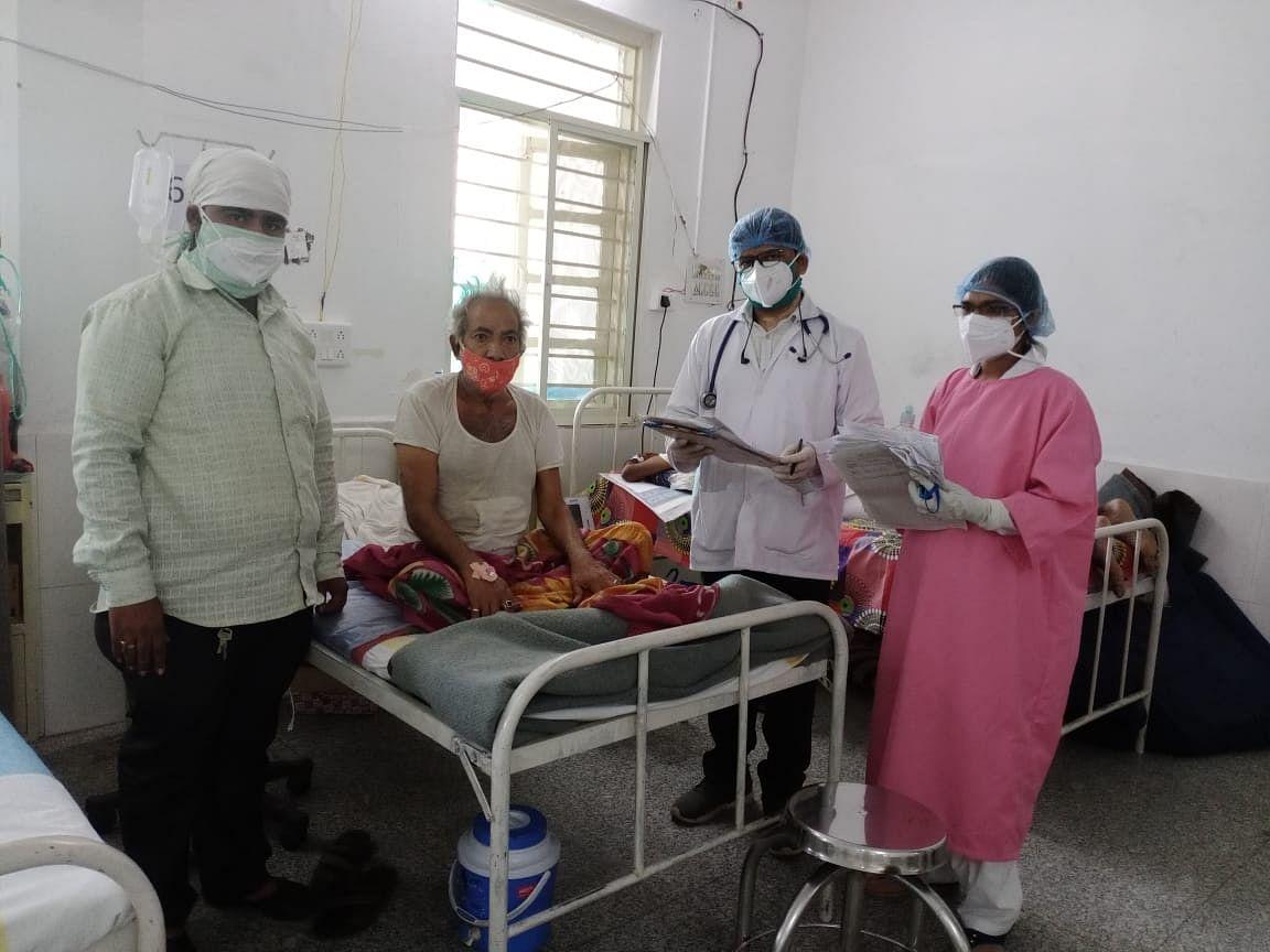 Madhya Pradesh: 62-year-old Jhamaklal of Meghnagar beats Coronavirus, urges people to get vaccinated