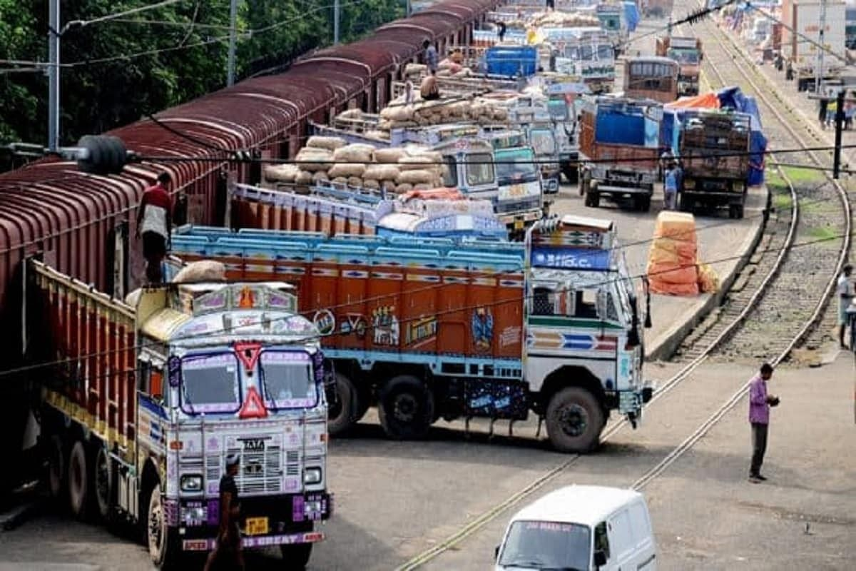 FPJ Edit: Maharashtra's current curbs on truckers will essentially hamper movement of goods and hurt economy