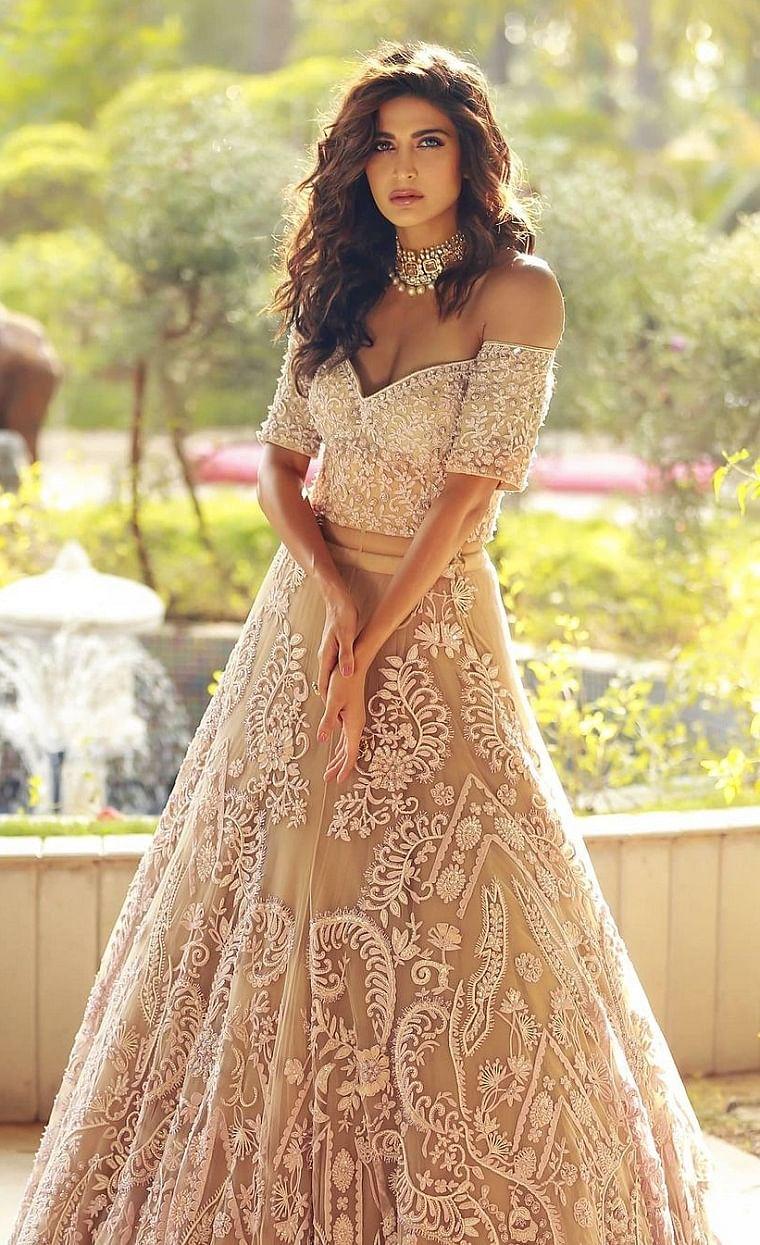 Wardrobe Tales: Aahana Kumra plays fashion faves