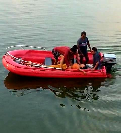 Bhopal: College student jumps into Upper Lake, saved by brother