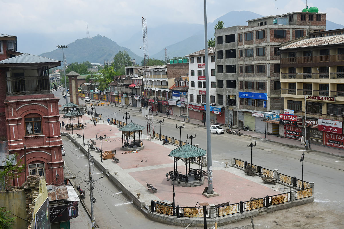 Srinagar: A view of deserted Lal Chowk during a lockdown imposed to contain the surge in COVID-19 cases, in Srinagar, Thursday, May 6, 2021. (PTI05_06_2021_000119B)
