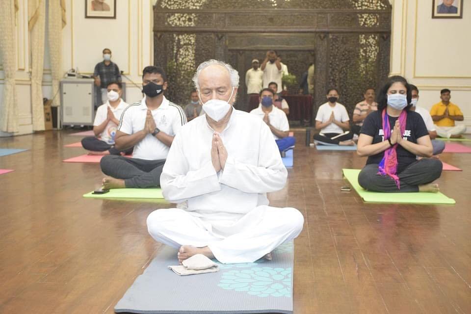 Photos: Maharashtra Governer, politicians stress on yoga for good physical, mental health