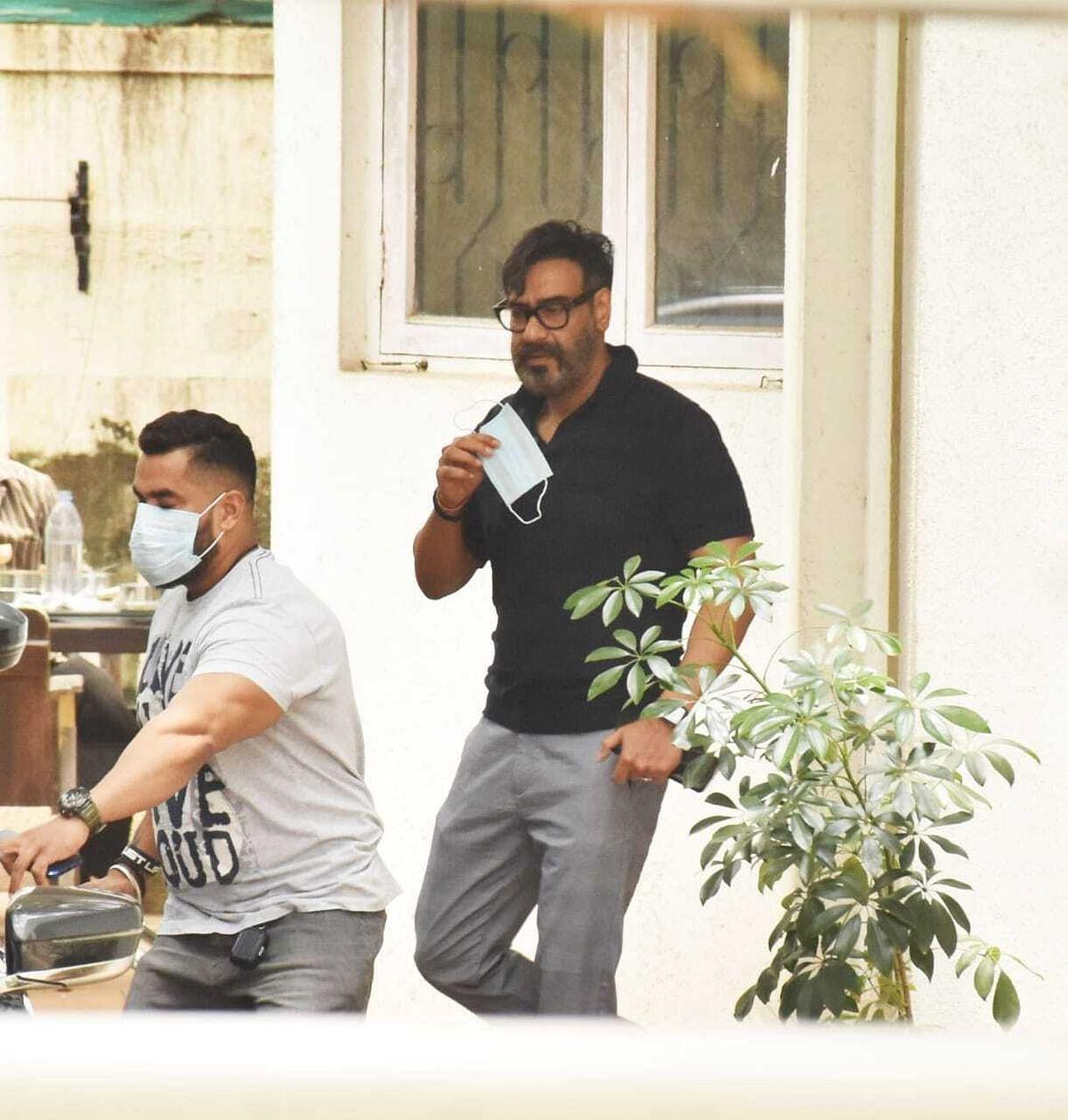 Photos: Sara Ali Khan, Janhvi Kapoor, Ajay Devgn and other celebs spotted in Mumbai